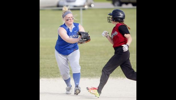 LPGE second baseman Emma Kedrowski went for a tag on a Staples-Motley runner after fielding the ball.